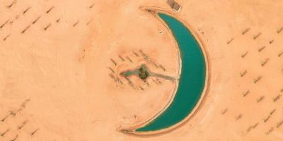 100-pixels-Dubai-Moon-Lake