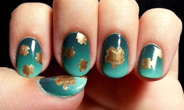 St. Patrick's Day Nail Art – Green Gradient with Gold ...