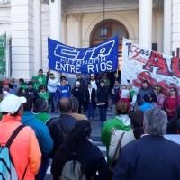 Paro nacional: La Multisectorial marchó hasta Casa de Gobierno