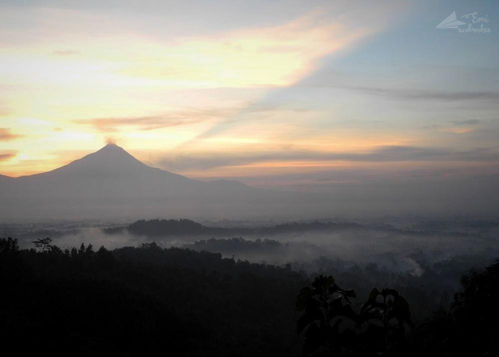 wschod-slonca_Borobudur