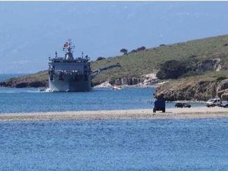 Foca'da Dusen Askeri Ucagın Enkazi Denizden Cikarildi