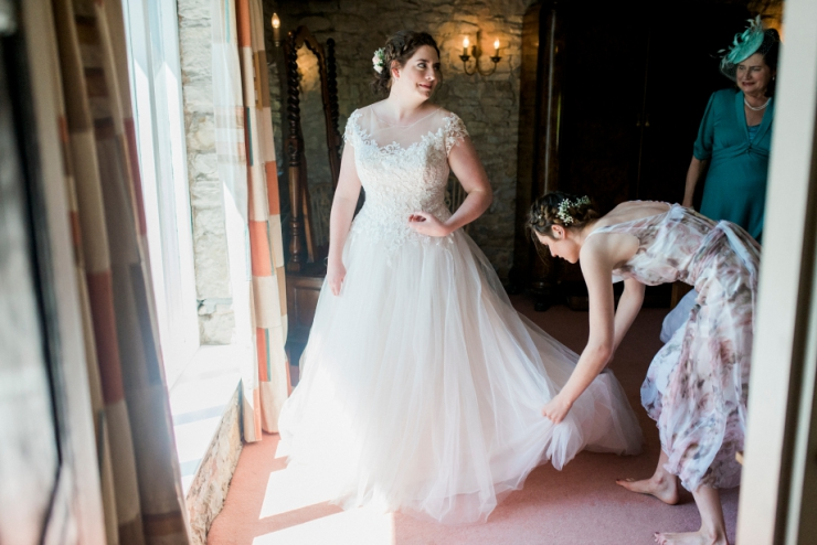 dressing bride at knipe hall