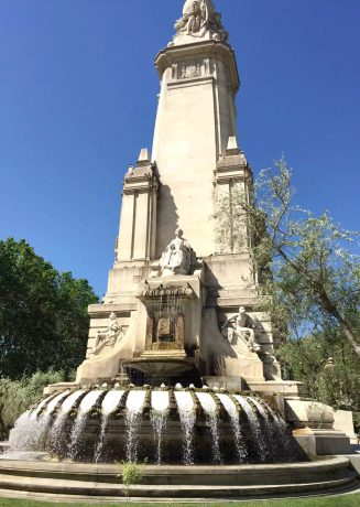 Madrid Sunshine Plaza d'Espana Walking Fountains