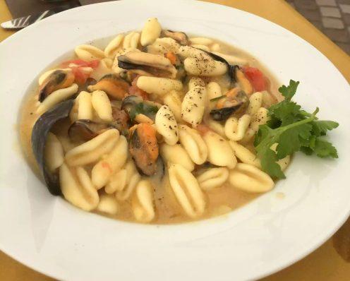 Puglia Italy Porto Cesaro il rifugio di naufrago seafood Pasta Sunshine