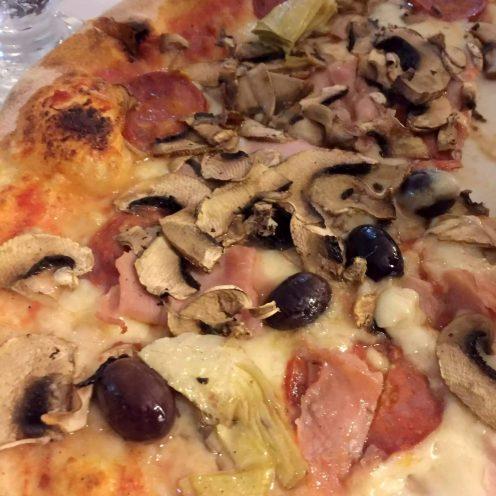 Leporino Puglia La Camelia Dinner Restaurant Pizza Ham Pepperoni