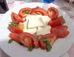 Taverna de Santos Torre Canne Puglia Italy Sunshine Sunbathing Beach Relax Restaurant Mozzarella Tomato Caprese Salad