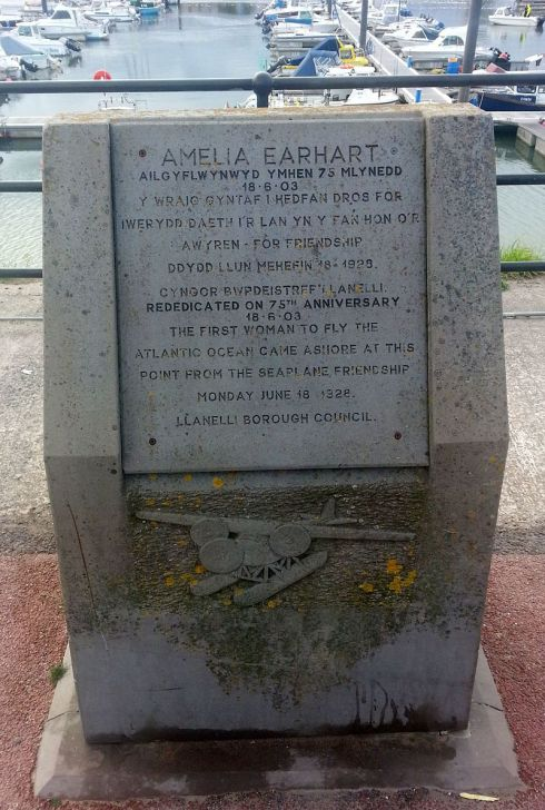 Amelia_Earhart_Commemoration_Stone_-_Burry_Port