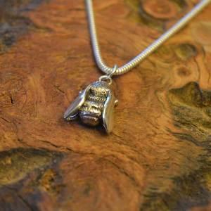 Bee-Pendant-3---Emma-Keating-Jewellery