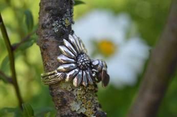 Bumble Bee Ring-3---Emma-Keating-Jewellery