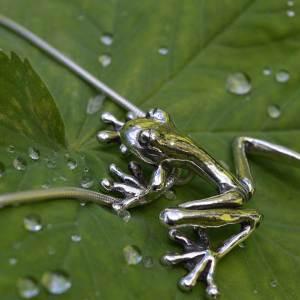 Frog-Pendant-lg-8---Emma-Keating-Jewellery