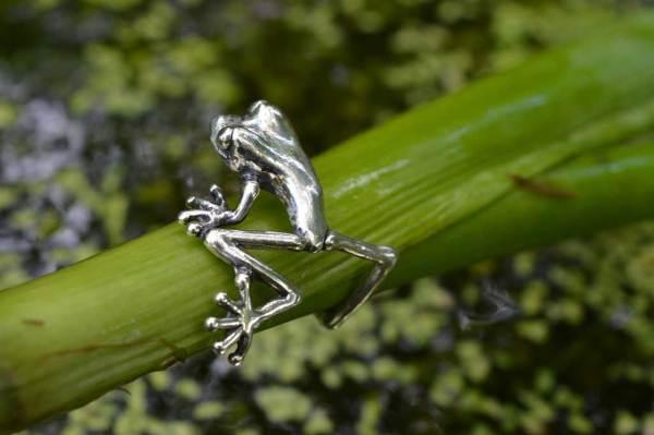 Frog-Ring-1-3---Emma-Keating-Jewellery