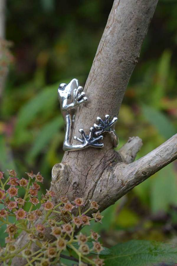 Frog-Ring-2-5---Emma-Keating-Jewellery