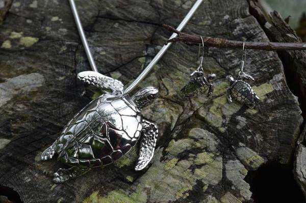 Green-Sea-Turtles---Emma-Keating-Jewellery