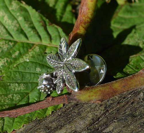 Horse-Chestnut-Leaf-Lapel-Pin-2---Emma-Keating-Jewellery
