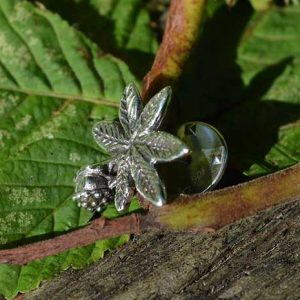 Horse-Chestnut-Leaf-Lapel-Pin-2---Emma-Keating-Jewellery