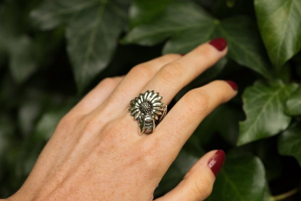 Bumble Bee Ring - Emma Keating Jewellery CW