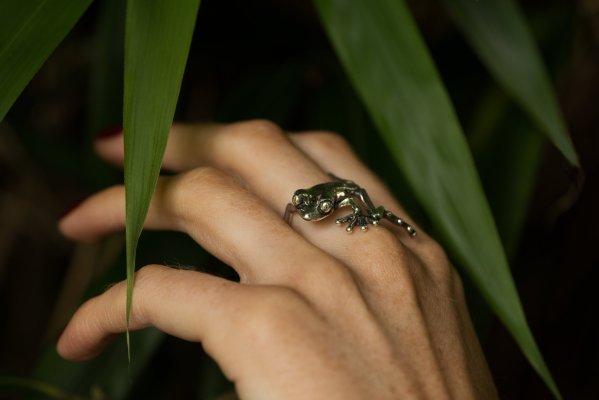 Tree Frog Ring - Emma Keating Jewellery CW2