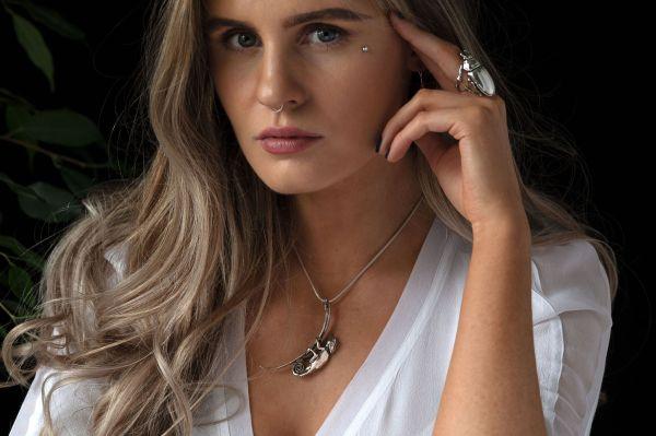 Chameleon & Leaf Pendant MLR - Emma Keating Jewellery