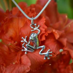 Mini Tree Frog Pendant 8s - Emma Keating Jewellery