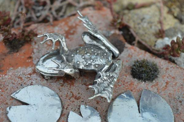Common Frog & Lilypads L underside s - Emma Keating Jewellery