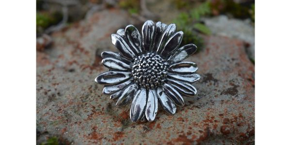 Oxeye Daisy Ring in Sterling Silver by Emma Keating close-up of face