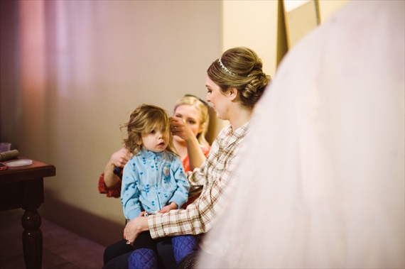 Duluth winter wedding - LaCoursiere Photography - bride getting ready with daughter