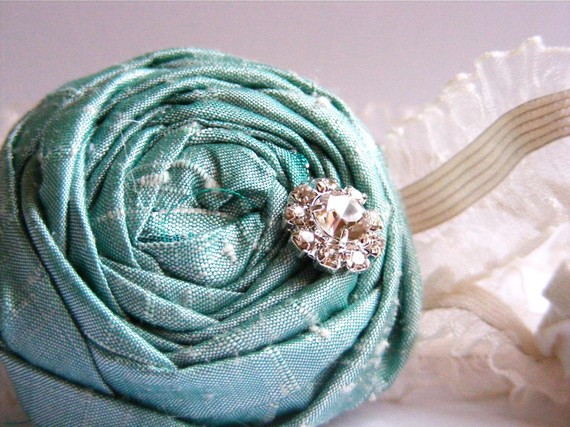 bridesmaid garters in blue