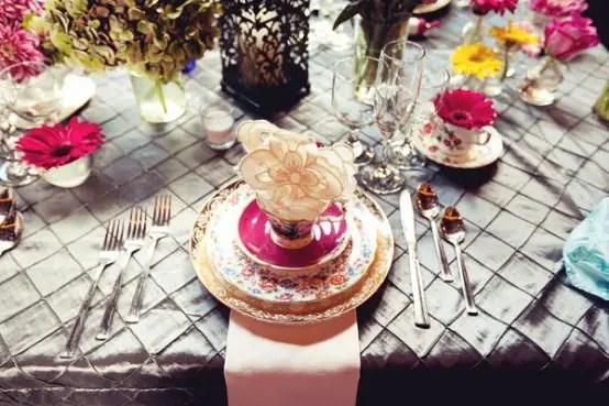 alice in wonderland wedding cake - wedding details