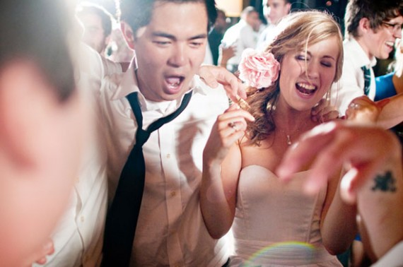 How to Entertain Guests at a Wedding - Dancing