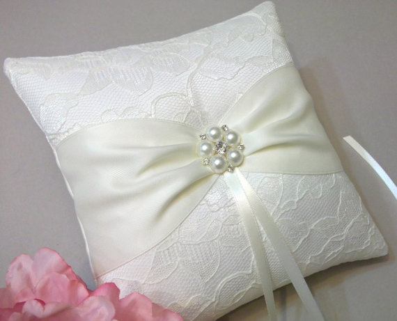 unique ring pillow styles