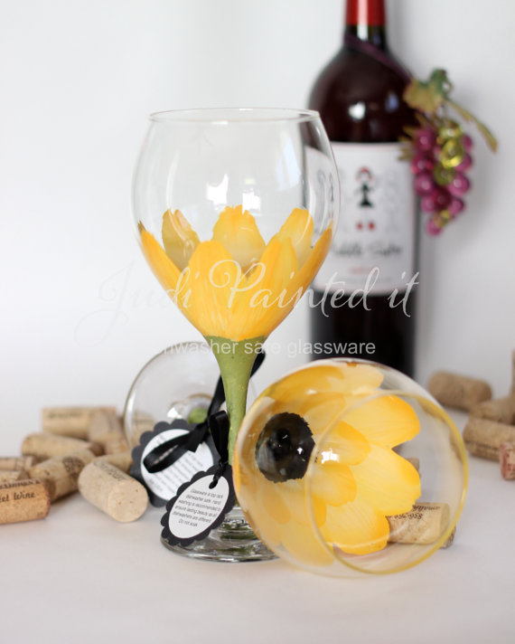 daisy wine glass (by judi painted it)