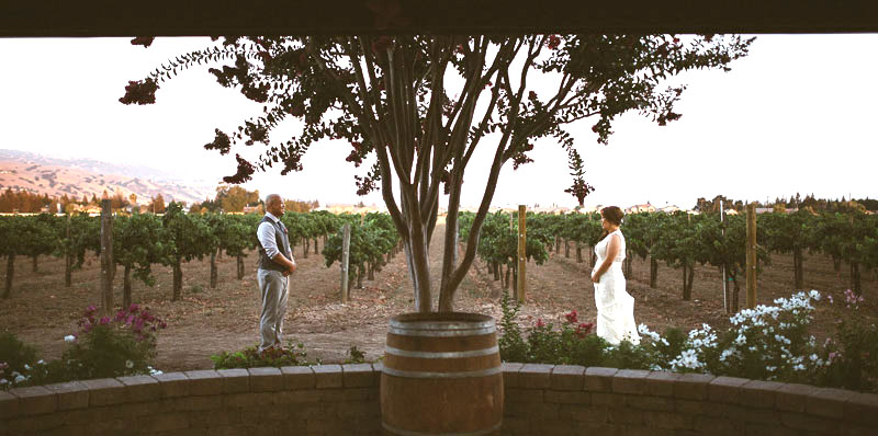 Guglielmo Winery Real Wedding | http://emmalinebride.com/real-weddings/guglielmo-winery-california-weddings/ | photo: Michael James Photography | planner: d.Royal Engagements