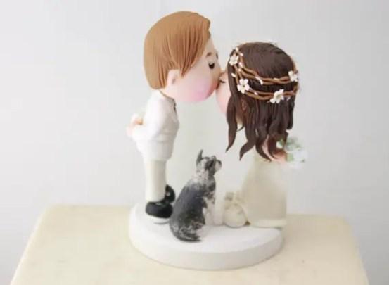 couple figurine with hair wreath