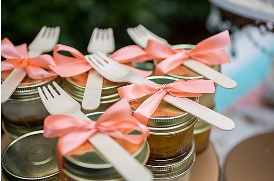 edible pies in a jar - edible wedding favors