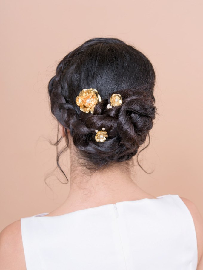 large bobby pins gold bridal by Bridal Ambiance | bridal veil alternative via http://emmalinebride.com/bride/bridal-veil-alternatives/ ‎  | any hairstyle