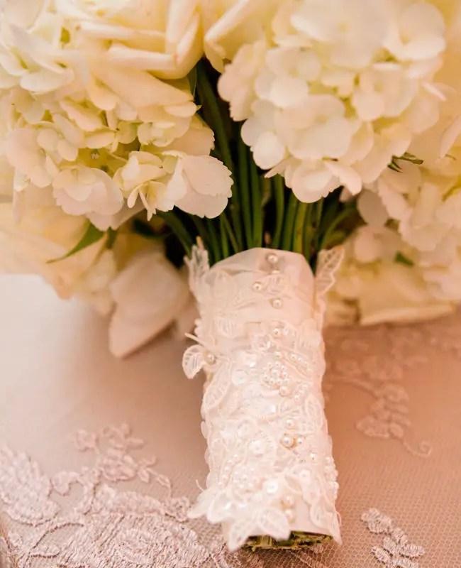 lace bouquet wrap   photo: thisbe grace photography   wedding bouquet wraps: http://emmalinebride.com/bouquets/wedding-bouquet-wraps/