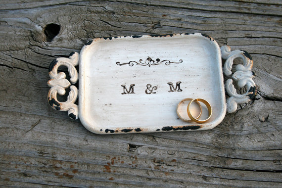 rustic metal ring dish | 41 Beautiful Rustic Ring Pillows Etsy | http://emmalinebride.com/rustic/ring-pillows-etsy-weddings/