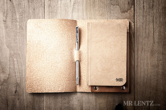 leather notebook cover and pen | via 40+ Best Leather Groomsmen Gifts for Weddings | http://emmalinebride.com/gifts/leather-groomsmen-gifts/