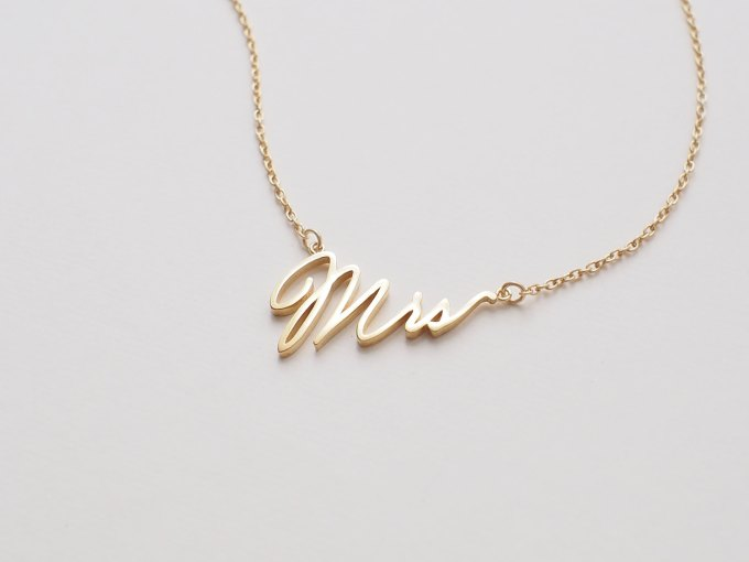 mrs necklace | via 15 Best Gifts for the Bride from Groom + Wedding Gifts for Bride from Groom | http://emmalinebride.com/gifts/gifts-for-the-bride-from-groom/