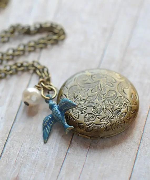 rustic wedding locket by limonbijoux | country bridesmaid gifts under $25 via http://emmalinebride.com/rustic/country-bridesmaid-gifts/