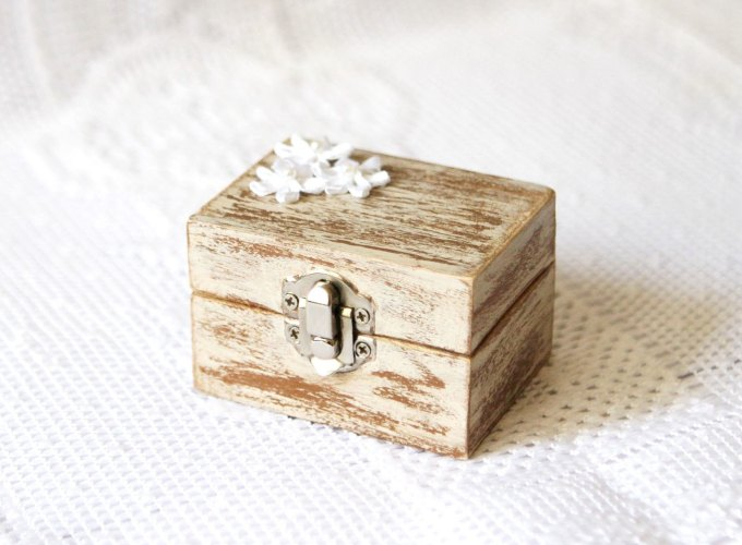 rustic-wooden-ring-box