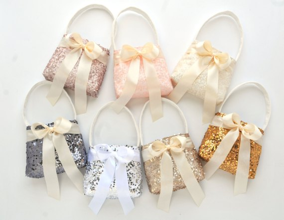 8 Creative Flower Girl Basket Ideas | http://emmalinebride.com/ceremony/flower-girl-basket-ideas/