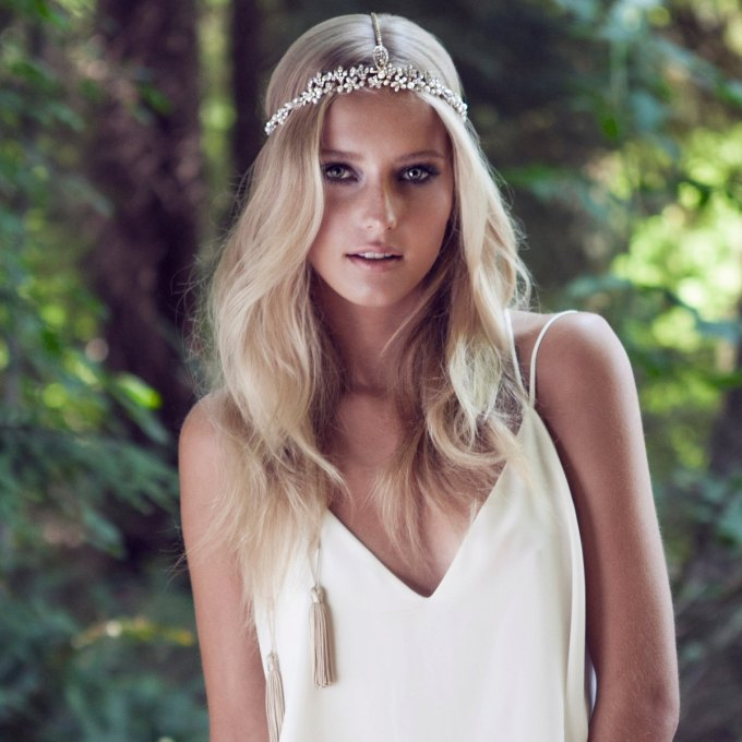 Tassel Bridal Hairpiece by Olivia The Wolf | via 21 Festive Tassel Wedding Decorations & Accessories | http://emmalinebride.com/themes/tassel-wedding-decorations/