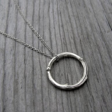 twig-circle-necklace