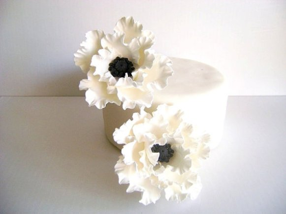 white-poppy-flower-cake-topper