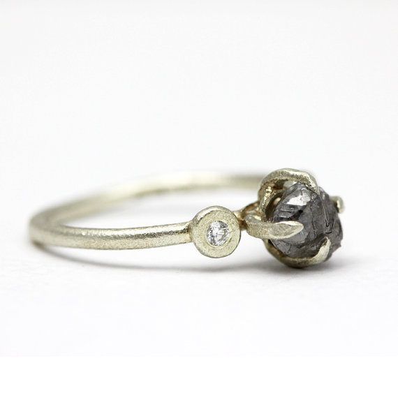 claw-set-engagement-ring-raw-stone-by-tamaragomez
