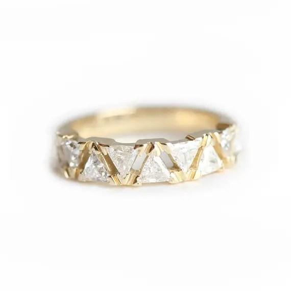 diamond-wedding-band-with-triangular-shape-by-minimalvs