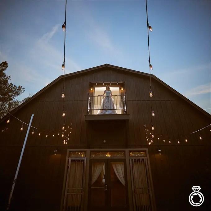 Barn Wedding Inspiration with Modern Flair | http://emmalinebride.com/real-weddings/barn-wedding-inspiration-with-modern-flair/ | photo by Marcus Anthony Photography - Wilmington Wedding Photographer