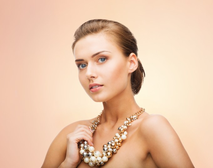 pearl jewelry on your wedding day