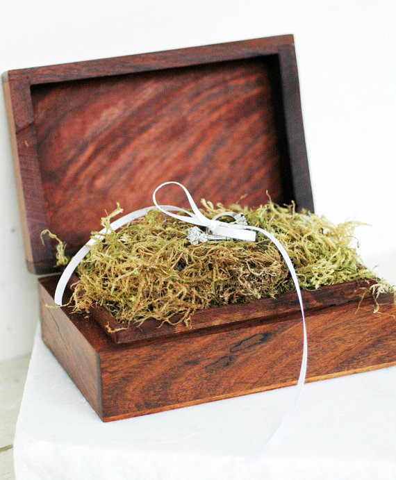 Wood Wedding Ring Box / Ring Box Keepsake by White Tulip Boutique | via http://emmalinebride.com/ceremony/ring-box-keepsake/